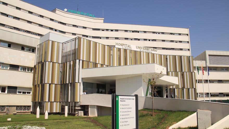 Fachada principal del hospital Macarena en Sevilla.