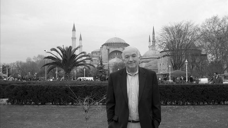 """Joseph Kanon habla del precio del engaño en su última novela, """"Estambul"""""""