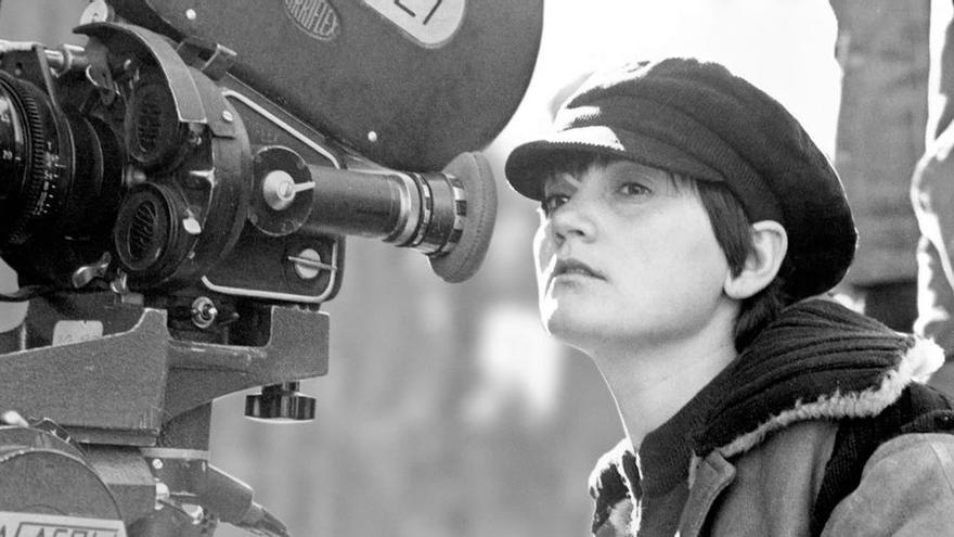 Pilar Miró durante el rodaje de 'El crimen de Cuenca'