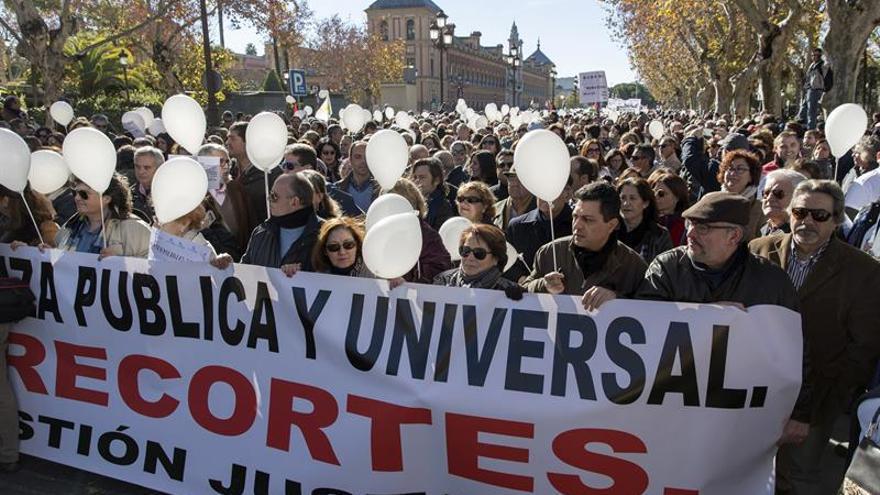 """Miles de andaluces reclaman en la calle una sanidad """"digna"""" y """"sin recortes"""""""
