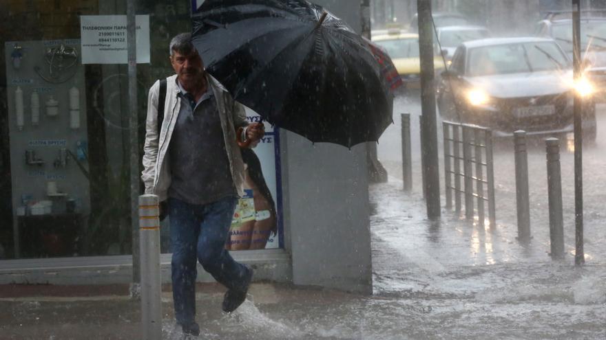 El temporal de lluvia provoca graves inundaciones en Atenas