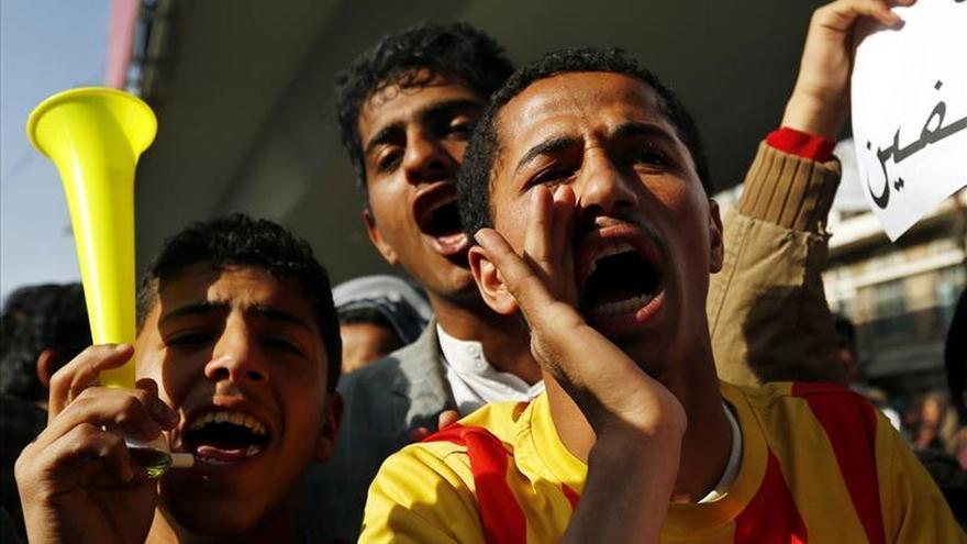 Un muerto tras la disolución de una protesta contra los hutíes en Yemen