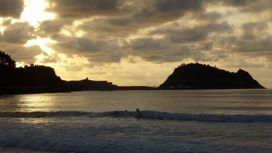 Anocheces en una playa de Euskadi