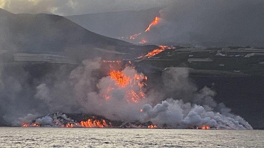 Lava continues to fall into the sea on La Palma