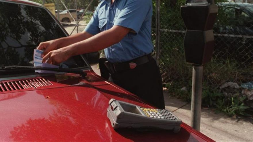 Perdonan las multas de aparcamiento a un hombre que murió en el interior del coche