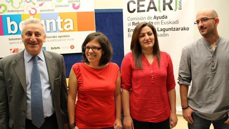 Maryam Fathi, segunda por la derecha, junto a los miembros de CEAR