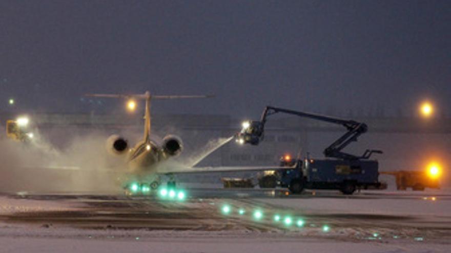 Avión aterrizando en el aeropuerto de Bruselas