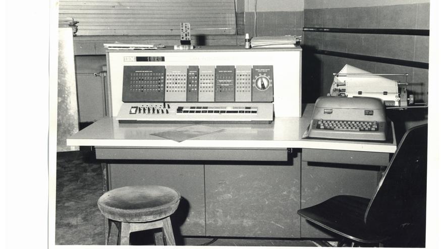 Consola del IBM 1620 instalado en la Universidad Complutense de Madrid en los 60