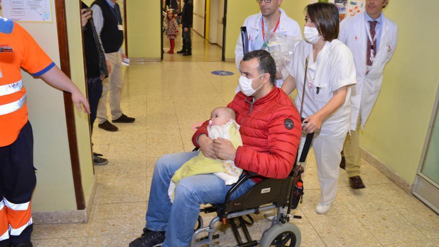 Uno de los niños trasladados al nuevo área de hospitalización de pediatría de Valdecilla. | Raul Lucio