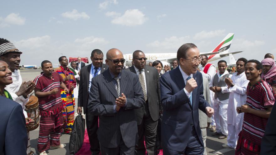 El Secretario General de Naciones Unidas Ban Ki-moon llegando a Adis Abeba para participar en la Cumbre. © UN Photo/Eskinder Debebe