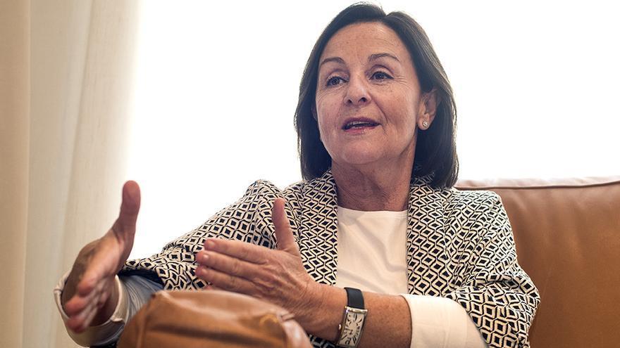 Lola Gorostiaga, presidenta del Parlamento de Cantabria. | JOAQUÍN GÓMEZ SASTRE