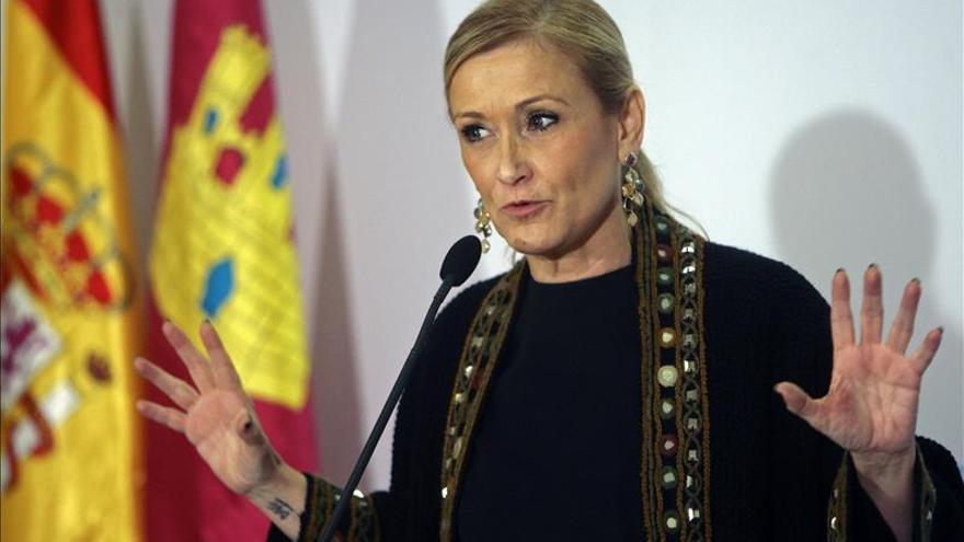"""Cifuentes ve """"frívolo"""" que alguien apoye un gobierno del PP a cambio de Rajoy"""