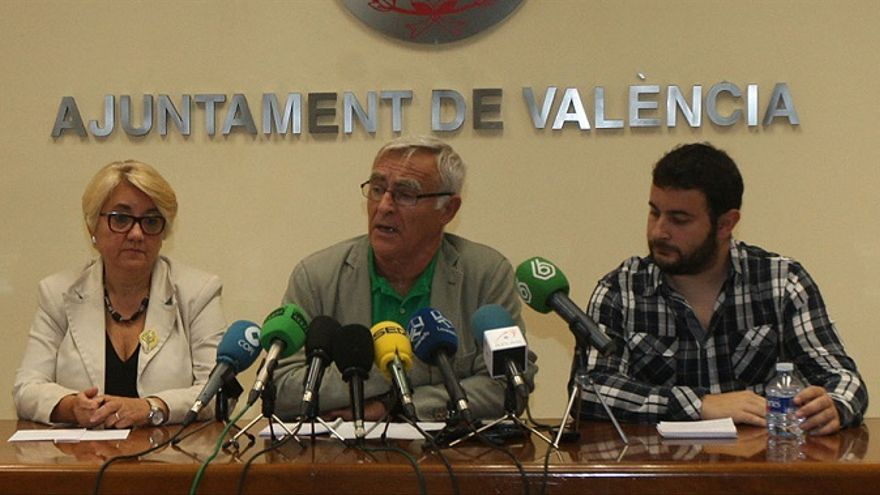 Consol Castillo, Joan Ribó y Roberto Jaramillo, durante una rueda de prensa