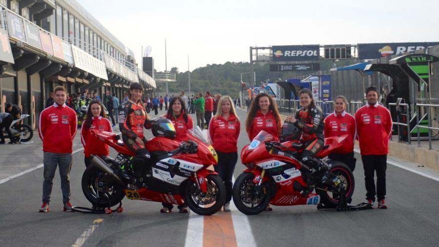 Las componentes del Champi Women Racing en el Circuit Ricardo Tormo de Cheste