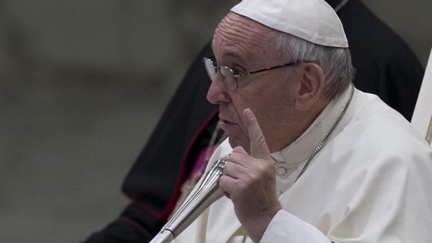 El papa invita a jóvenes a participar en cuestionario para el Sínodo de 2018