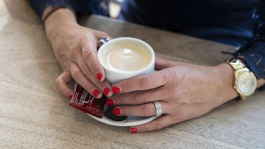 Las manos de Emilia, víctima de agresión en el seno de la pareja. | JOAQUÍN GÓMEZ SASTRE