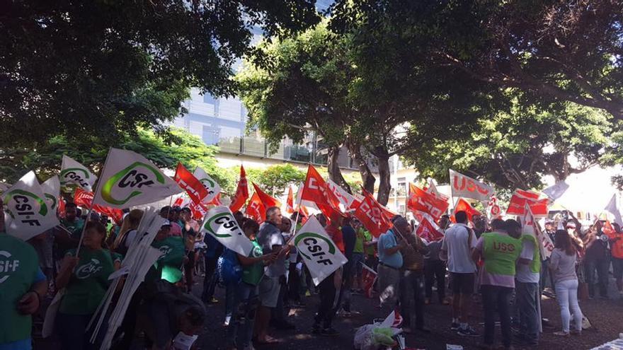 Concentración en Santa Cruz de Tenerife contra la precariedad laboral en el sector de la seguridad. (CSIF CANARIAS)