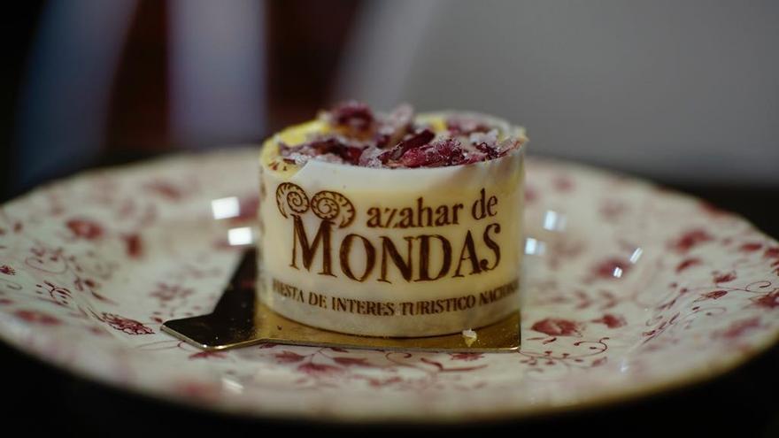 'Azahar de Mondas', el pastel que Talavera ofrece hasta el domingo a vecinos y turistas