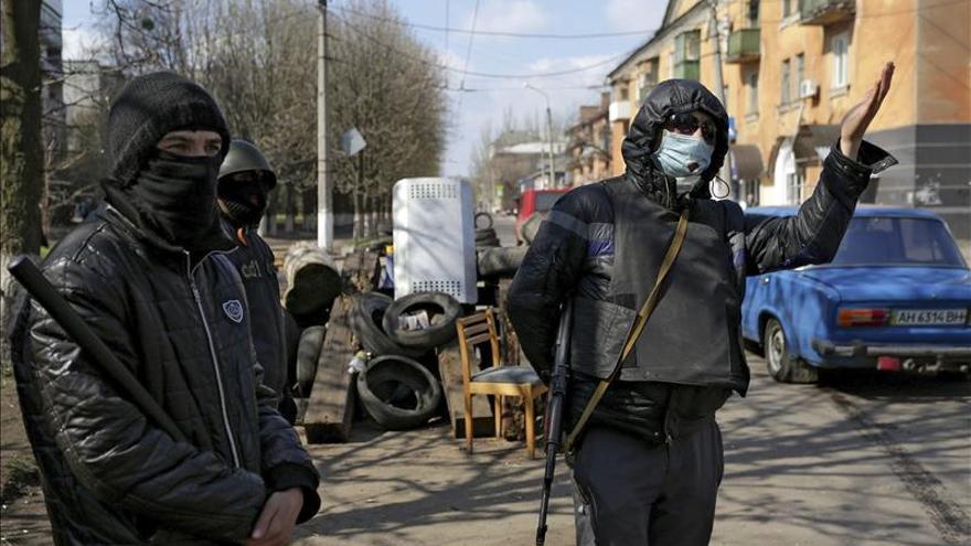 EE.UU. advierte de las consecuencias a Rusia si no evacúa a los separatistas de Ucrania