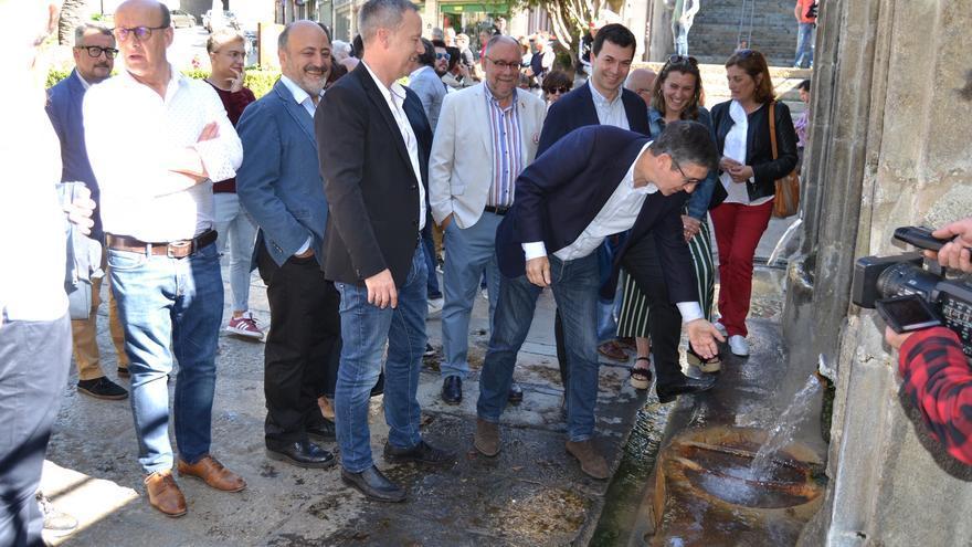 El candidato del PSdeG a la alcaldía de Ourense, con Gonzalo Caballero, Patxi López y otros cargos en As Burgas