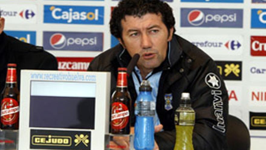 Juan Carlos Mandiá en rueda de prensa tras el encuentro frente al 'Recre'. (ACFI PRESS)