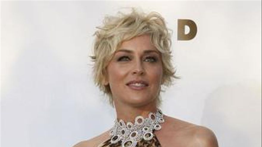 Chris Evans dará 'Satisfaction' a Sharon Stone