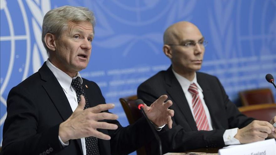 El secretario general del Consejo Noruego para Refugiados (CNR), Jan Egeland (i), junto al jefe adjunto del Alto Comisionado de las Naciones Unidas para los Refugiados (ACNUR), Volker Turk, durante la presentación del estudio. / EFE.. EFE