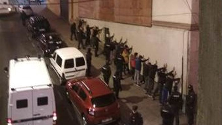 Foto de las identificaciones llevadas a jóvenes magrebíes el pasado 2 de noviembre
