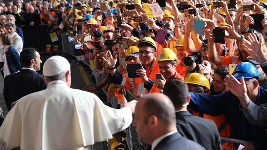 El papa viaja a Génova y mantiene encuentro con trabajadores de siderúrgica
