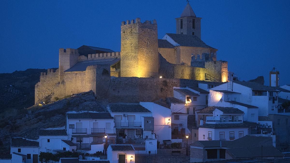 Vista genérica del castillo de Iznájar