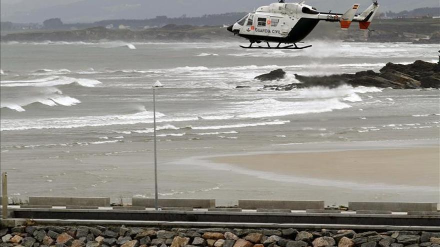 Evacuados nueve tripulantes de un barco hundido a 160 millas de Estaca de Bares