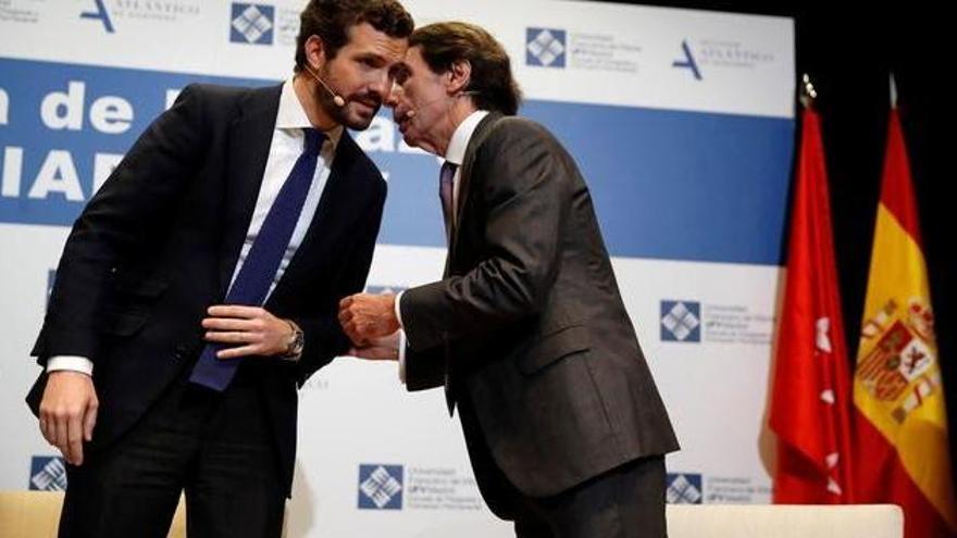 Pablo Casado y José María Aznar en un foro del Instituto Atlántico de Gobierno. EFE