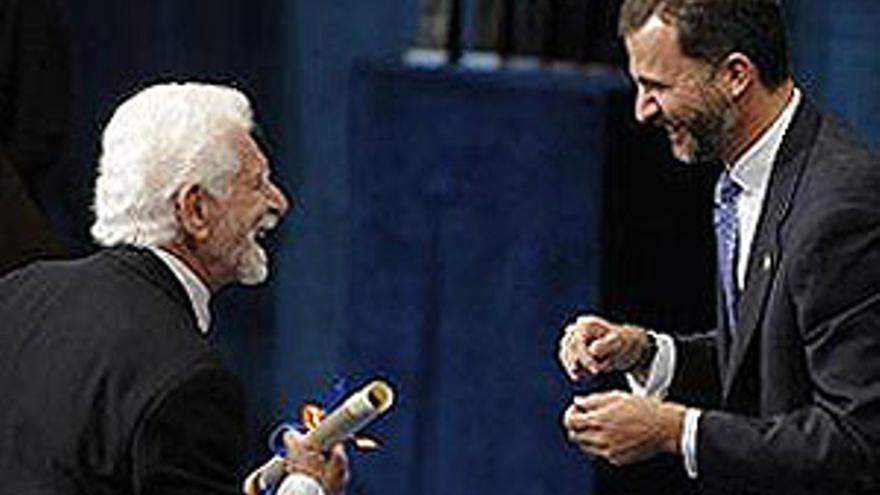 Don Felipe aboga por un frente común contra el paro y la crisis