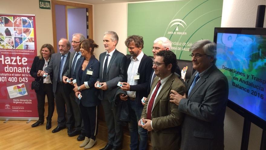 Andalucía logra cifras históricas con un 22% más de donaciones en 2016 y por primera vez supera los 800 trasplantes