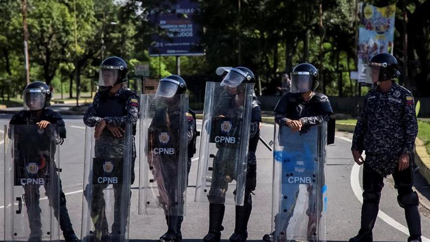 "Maduro felicita a la Fuerza Armada frente al asalto ""terrorista"" a una base militar"