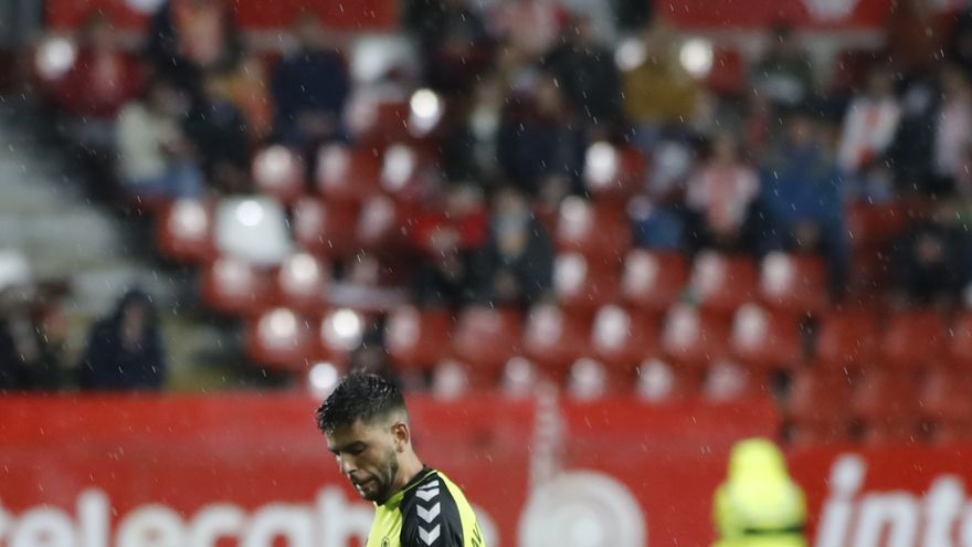Javi Alonso en el Sporting-Tenerife de la última jornada.