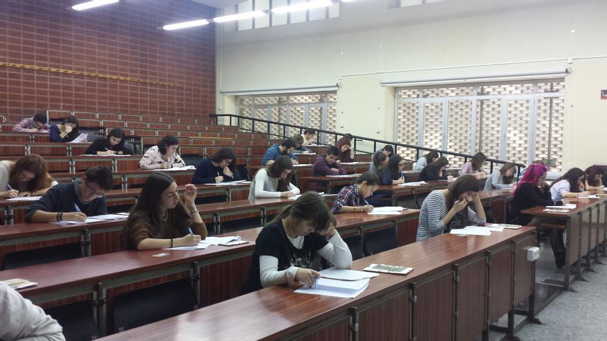 Alumnes en una classe de la Facultat de Filologia, Traducció i Comunicació de la UV