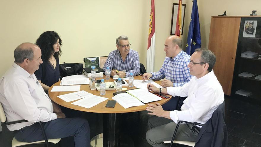Reunión de José Manuel Martín con representantes de Cooperativas Agroalimentarias