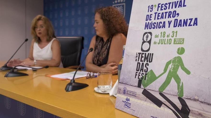 La concejal de Cultura de Las Palmas de Gran Canaria, Encarna Galván (i), y la directora del Festival de Música y Danza Las Palmas de Gran Canaria (Temudas Fest), Marisol García. (EFE/ÁNGEL MEDINA G.)