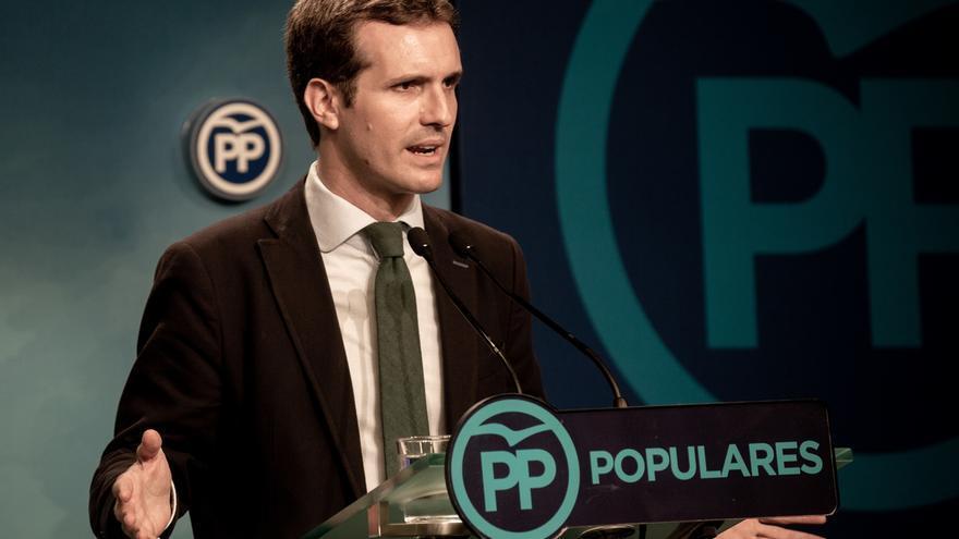 """Casado asegura que el PP no intenta """"abatir"""" a Sánchez con su tesis y le recrimina que envíe burofaxes a los medios"""