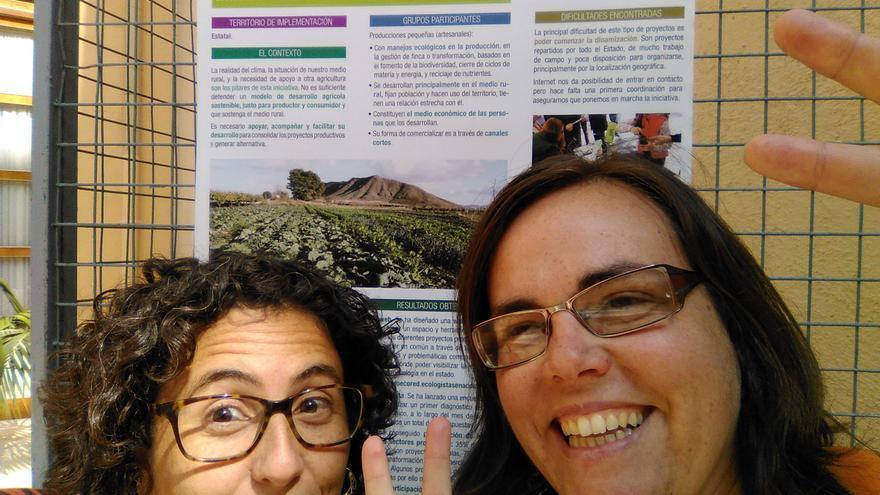 María con una compañera de Dendros, una cooperativa que trabaja temas de medio ambiente y medio rural, basada en los principios de la economía feminista