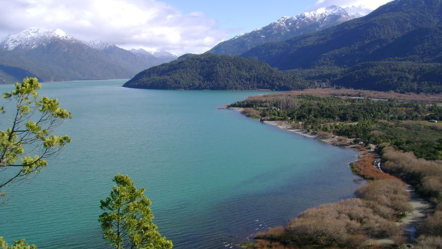 Costas del Lago Puelo. flopisubmarina