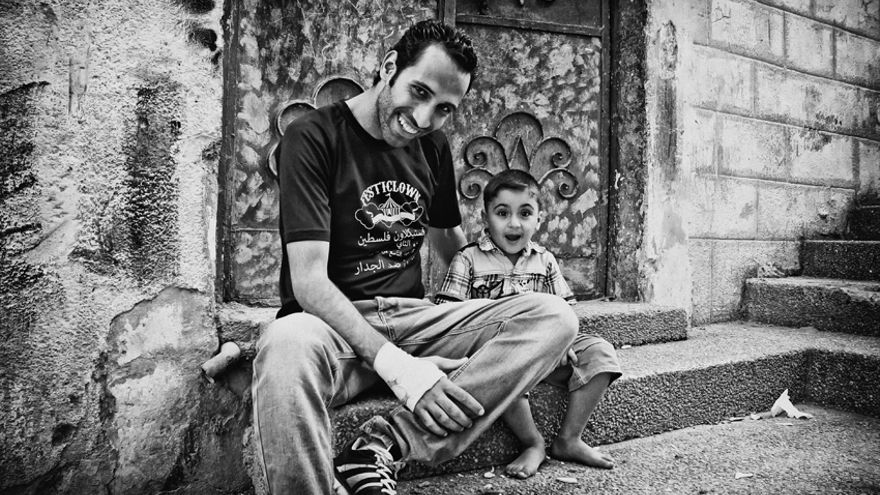 Ihab es un psicólogo y clown palestino que trabaja para recuperar a niños traumatizados por la guerra/ Rafa Gassó