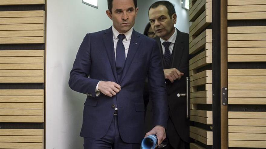 El Partido Socialista, con Benoît Hamon (en la foto) como candidato, pasa de gobernar Francia a estar en quinto lugar en las encuestas.