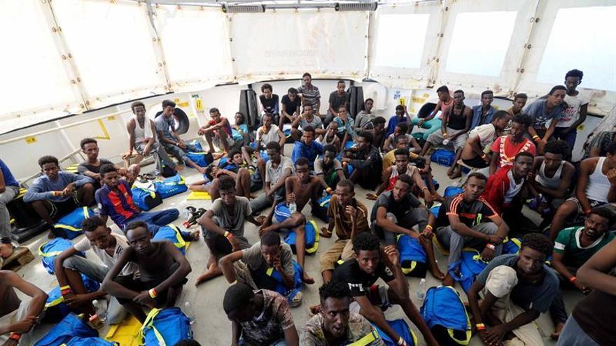 """Cataluña, """"sobreocupada"""" en menores, se ofrece a acoger a 60 inmigrantes del Aquarius"""