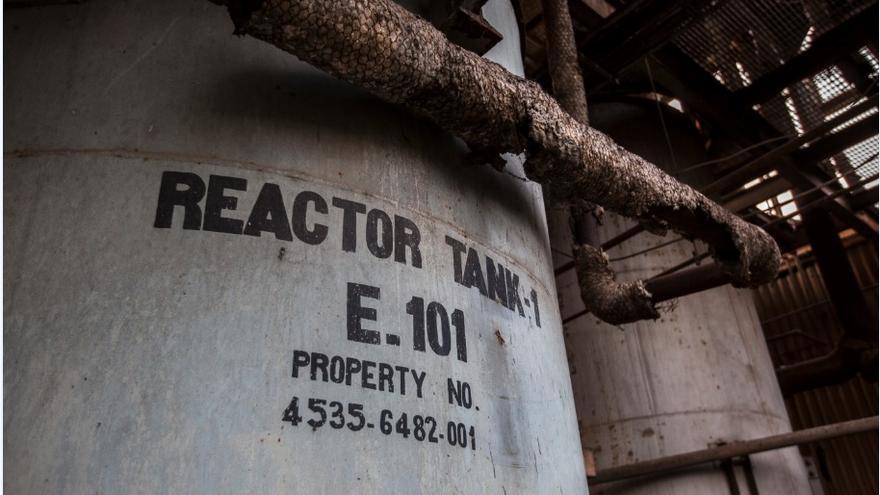 Uno de los tanques donde se mezclaba el MIC para producir el pesticida Sevin, que Union Carbide vendía al mundo. / FOTO: Bernat Parera