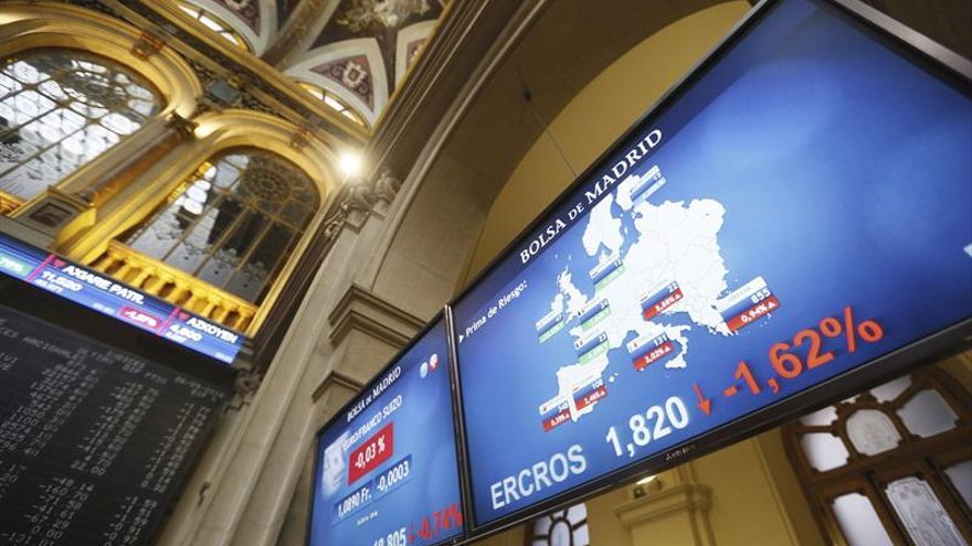 La prima de riesgo abre estable, en 104 puntos, pese a la subida del bono