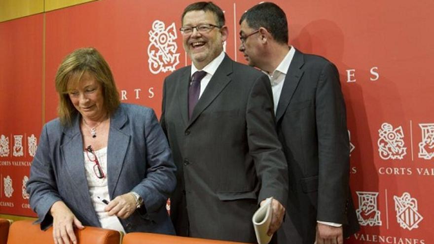 Marga Sanz, coordinadora general de EU; Ximo Puig, líder de los socialistas valencianos y Enric Morera, coportavoz de Compromís, en las Corts Valencianes