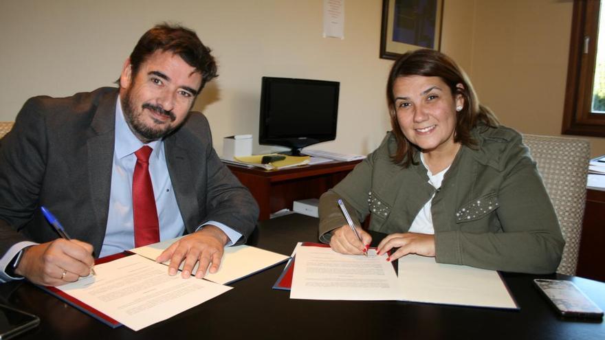 El alcalde de Marchamalo y la consejera de Fomento / JCCM