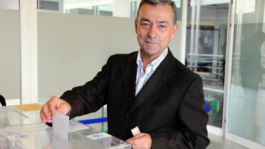 Paulino Rivero, votando. (ACFI PRESS)